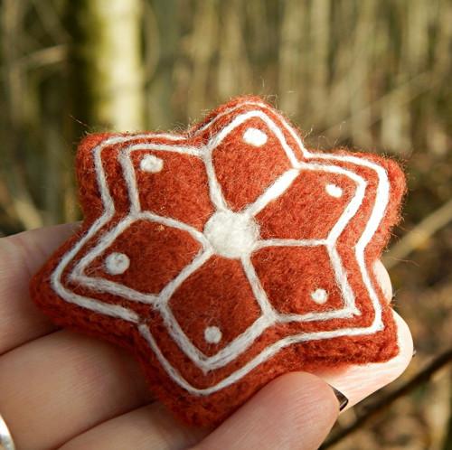 Perníková hvězda-brož