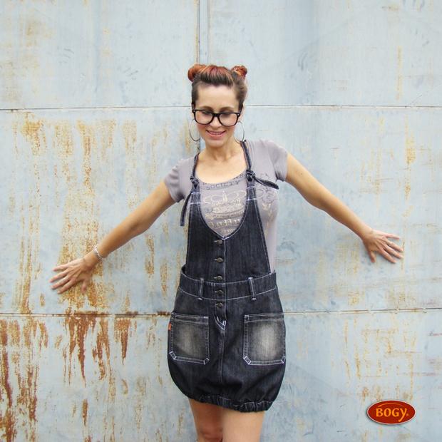 6d2d59fa07f tmavá elastická džínová sukně s laclem