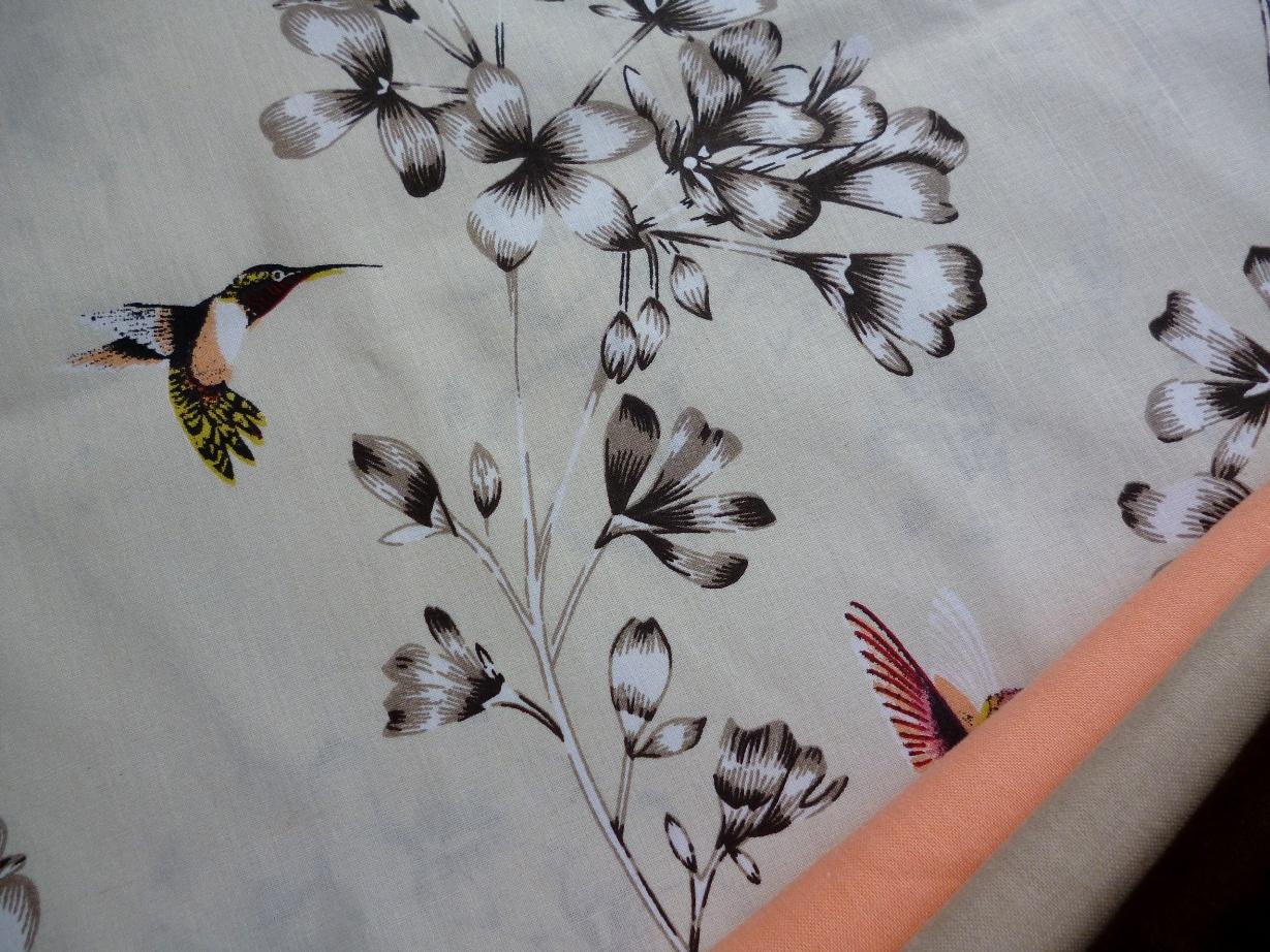 a5b42bbf94b4 Plátno Kolibříci na květině béžová látka metráž   Zboží prodejce ...
