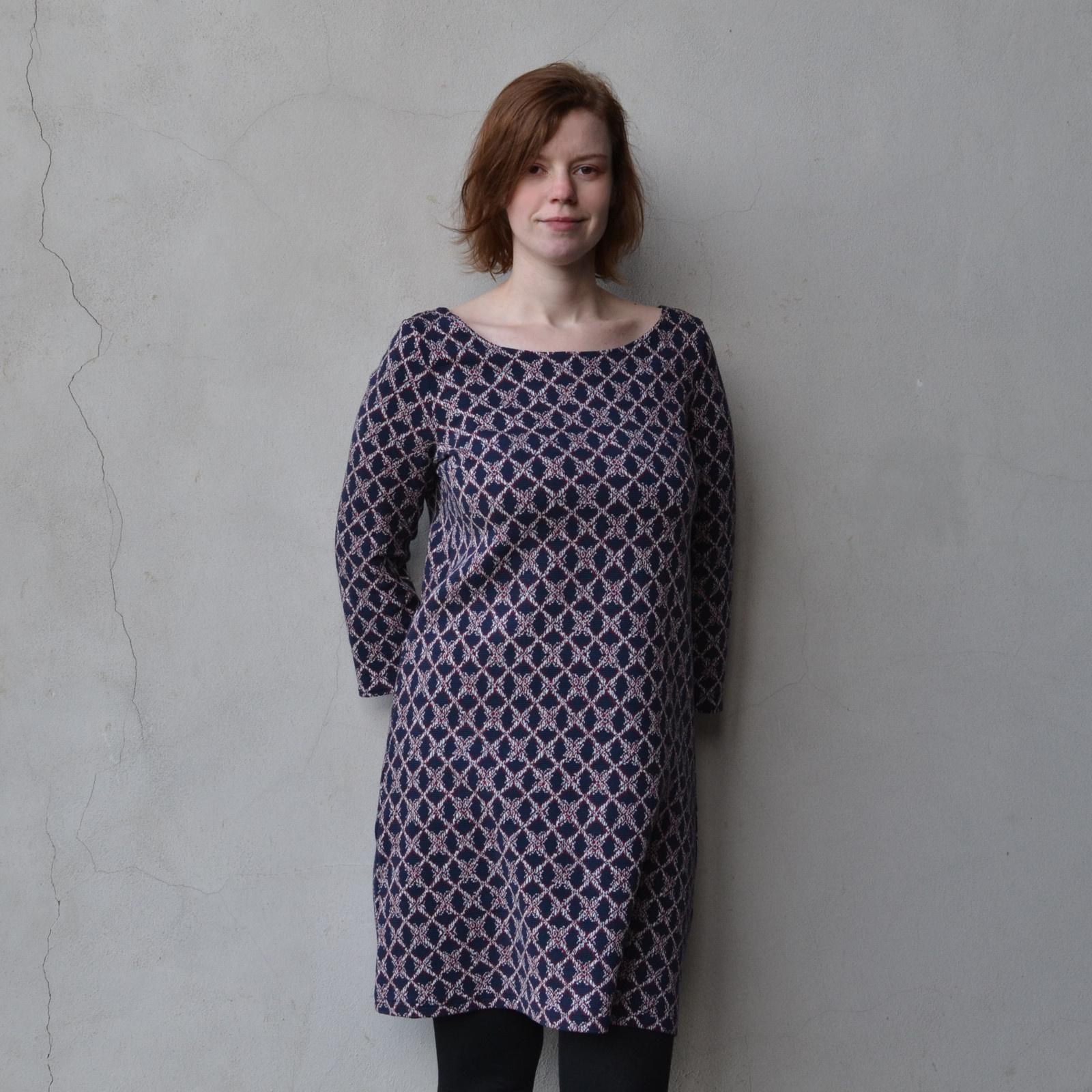Teplé šaty se vzorkem 944562965d