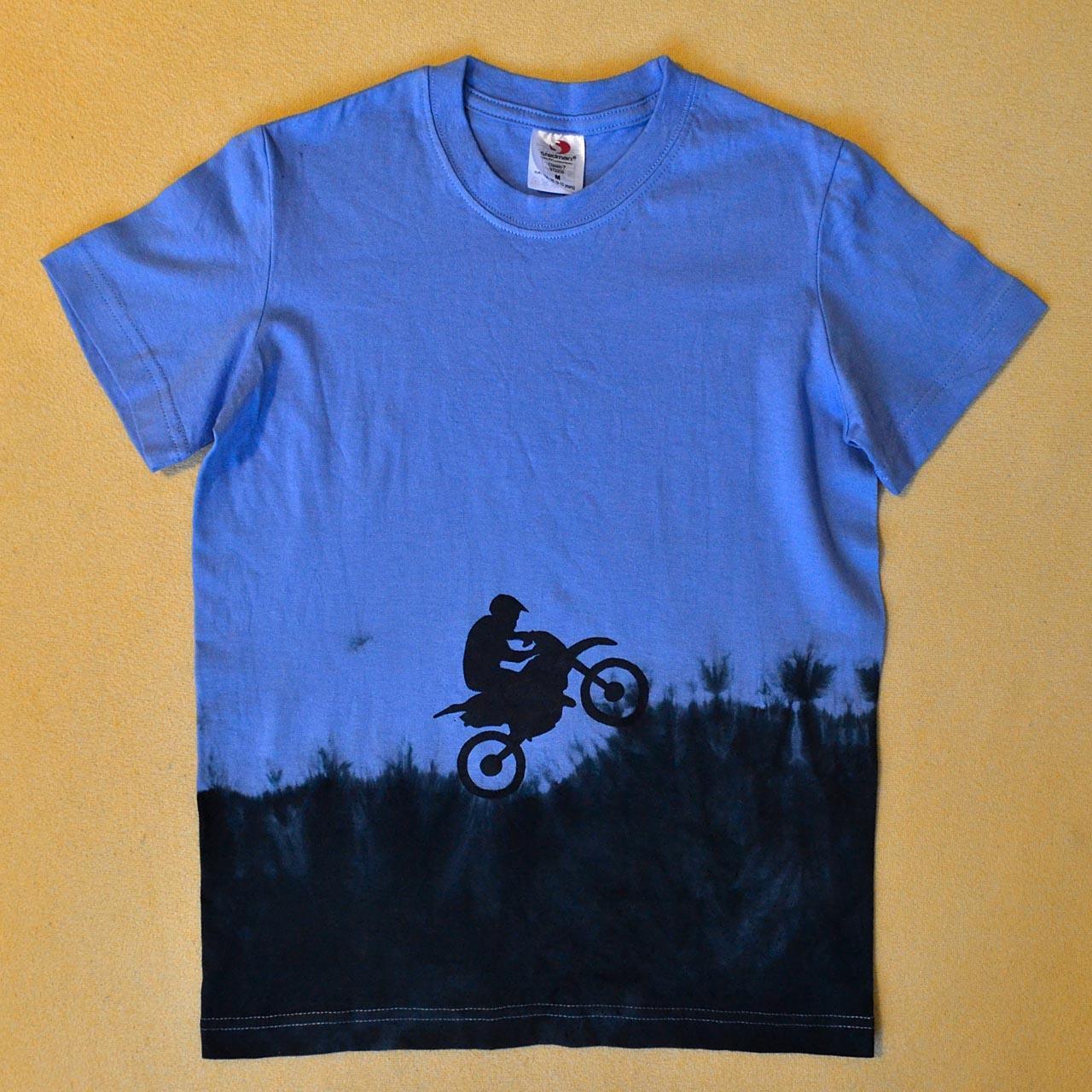 9c2bf781fb9f Modro-černé dětské tričko s motorkářem (9-10 let)   Zboží prodejce ...