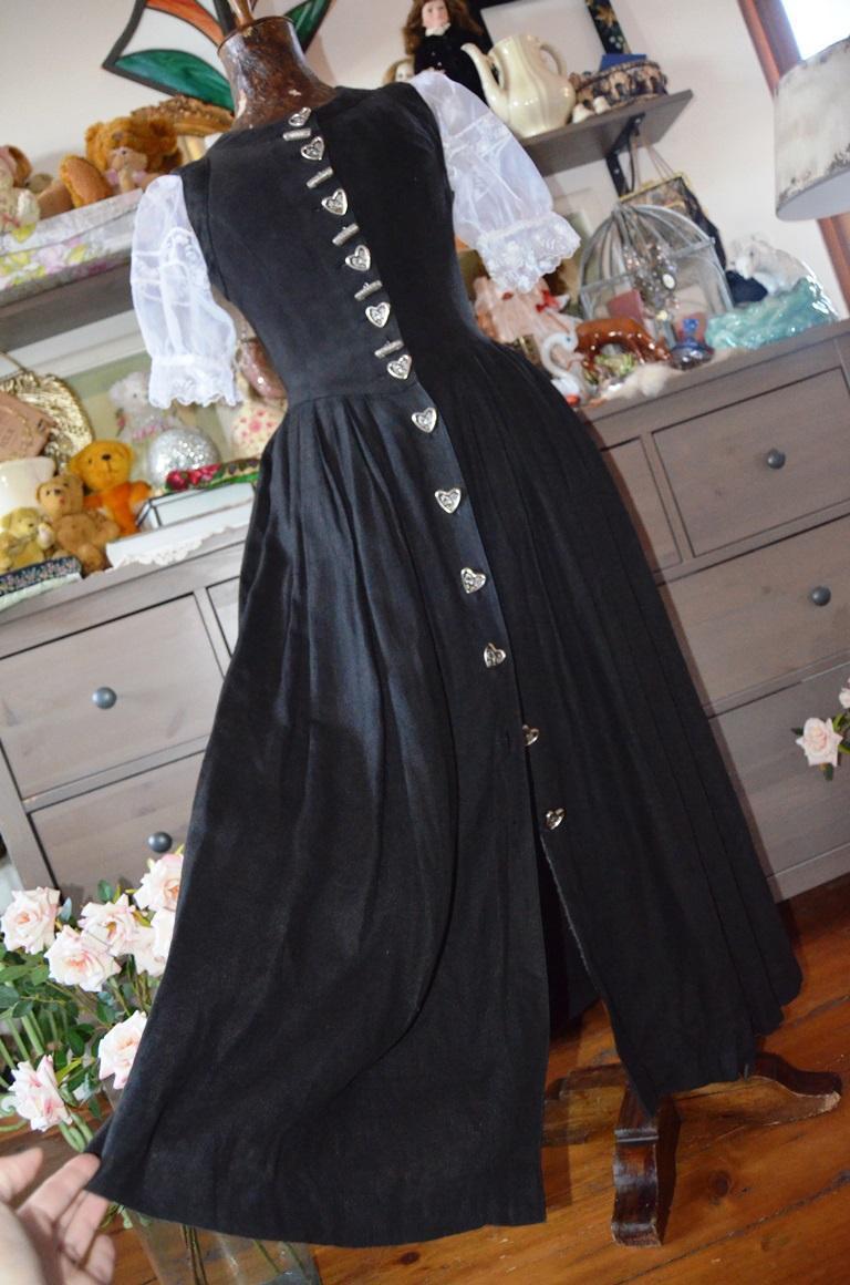 Krásné stylové dobové šaty s luxusními knoflíky   Zboží prodejce ... 4e0752db7c3