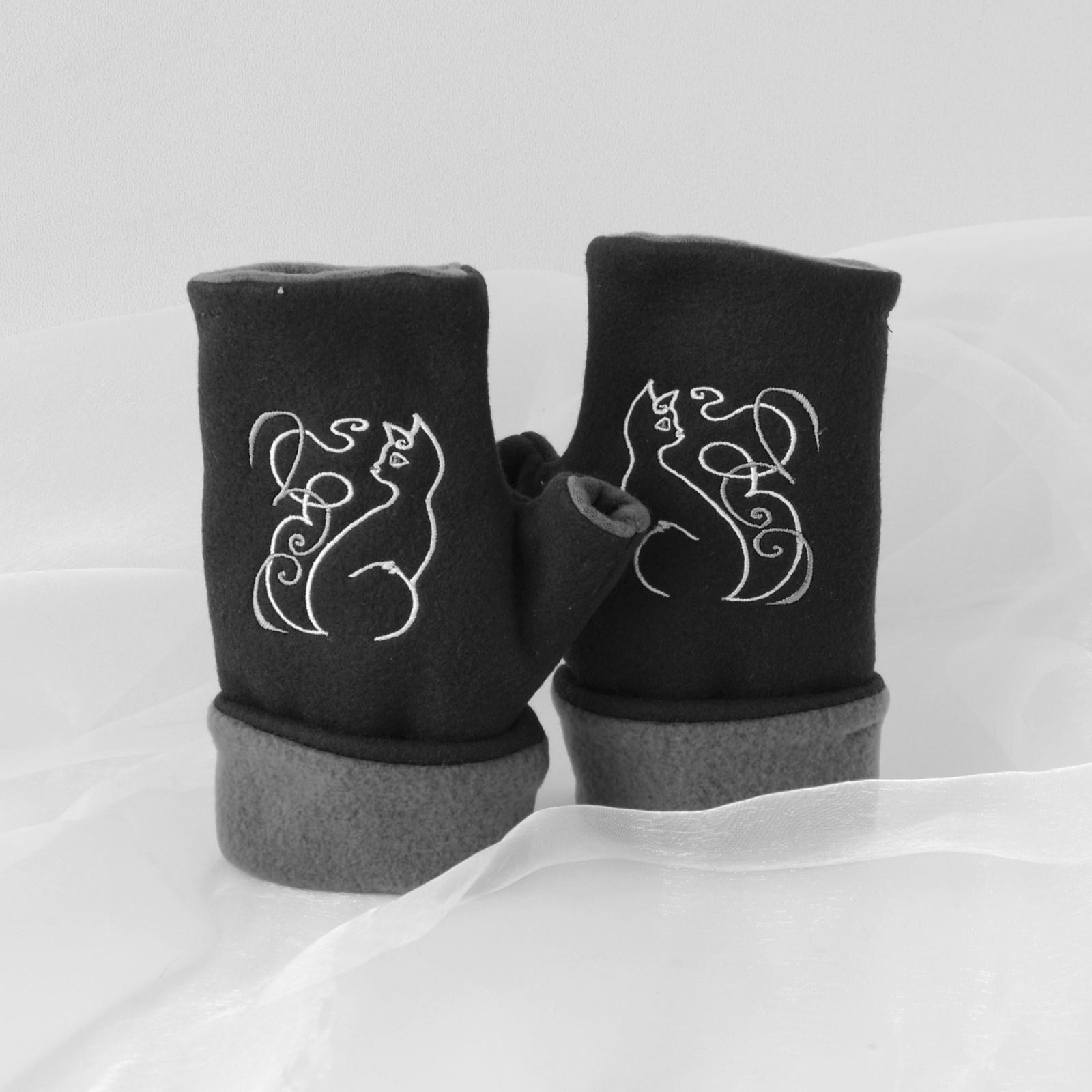 prsty v černé kočičce amsterdamský masážní sex