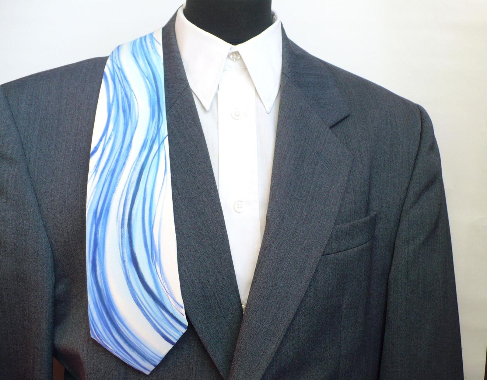 Ručně malovaná hedvábná kravata.   Zboží prodejce jena  124abce6a4