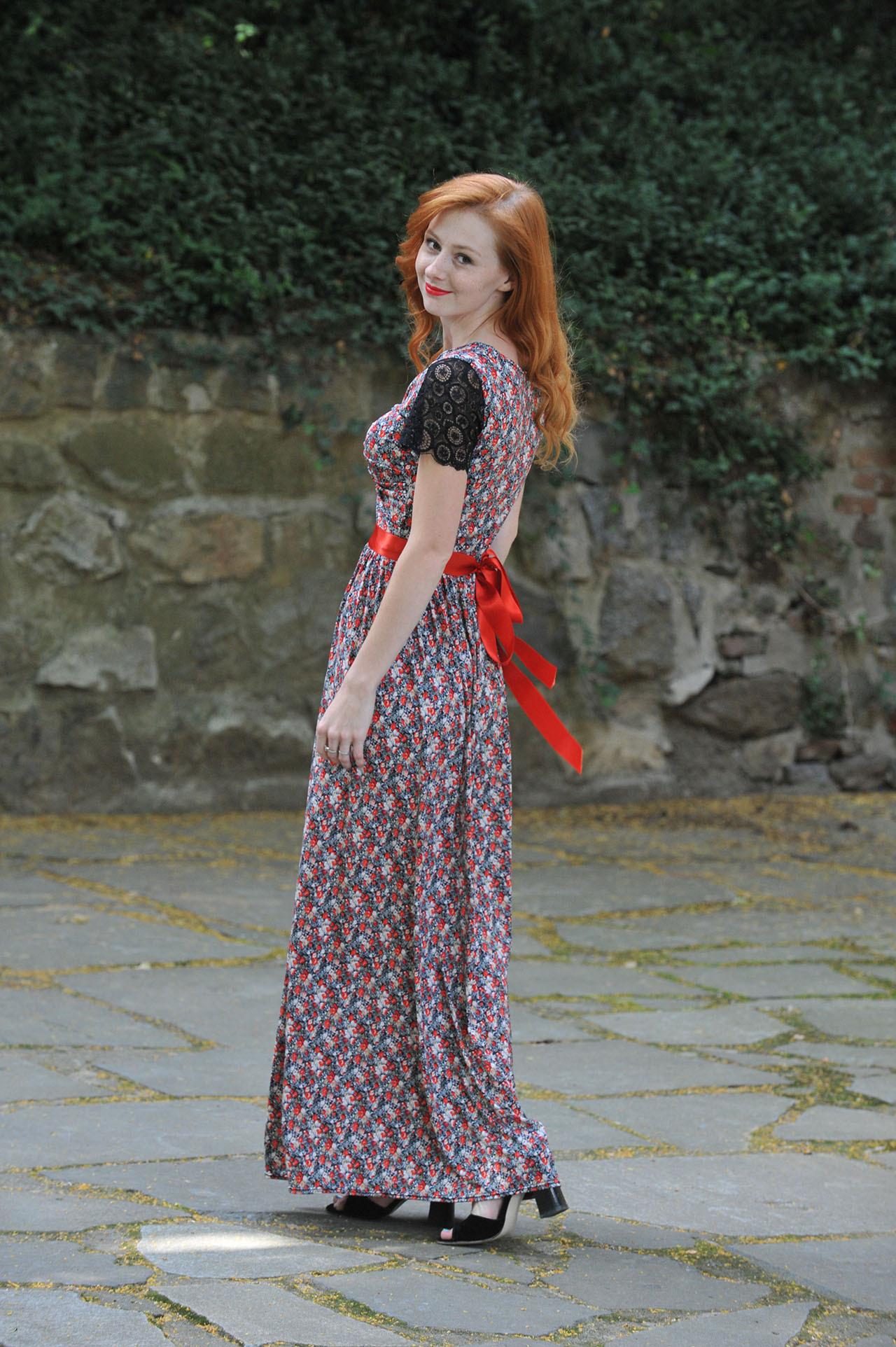 Dlouhé šaty Anett Princess - s krajkou f9c36e26f0