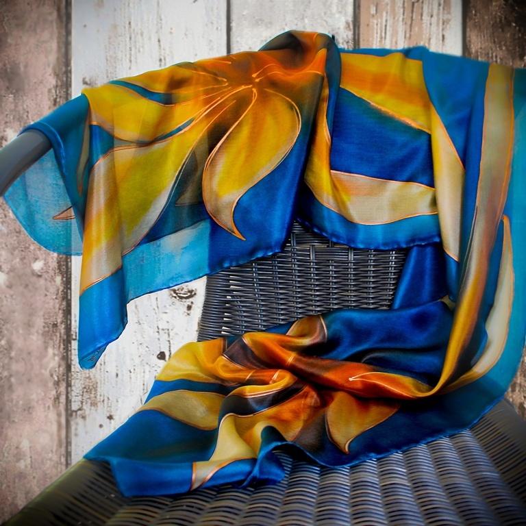 4c2b0edc451 Hedvábný šál - Tmavě modrý s květy   Zboží prodejce Hedvábí-svíčky ...