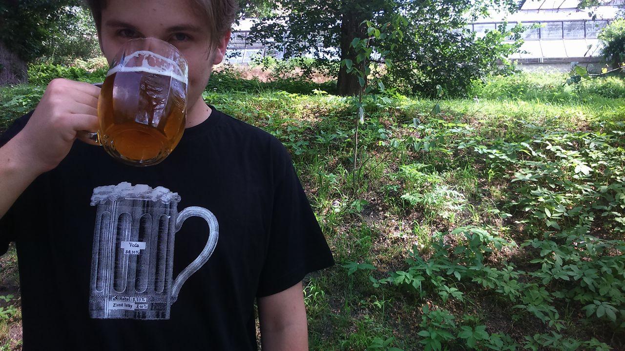 6b822992b37 Půllitr piva - tričko s vtipným potiskem   Zboží prodejce Černé ...