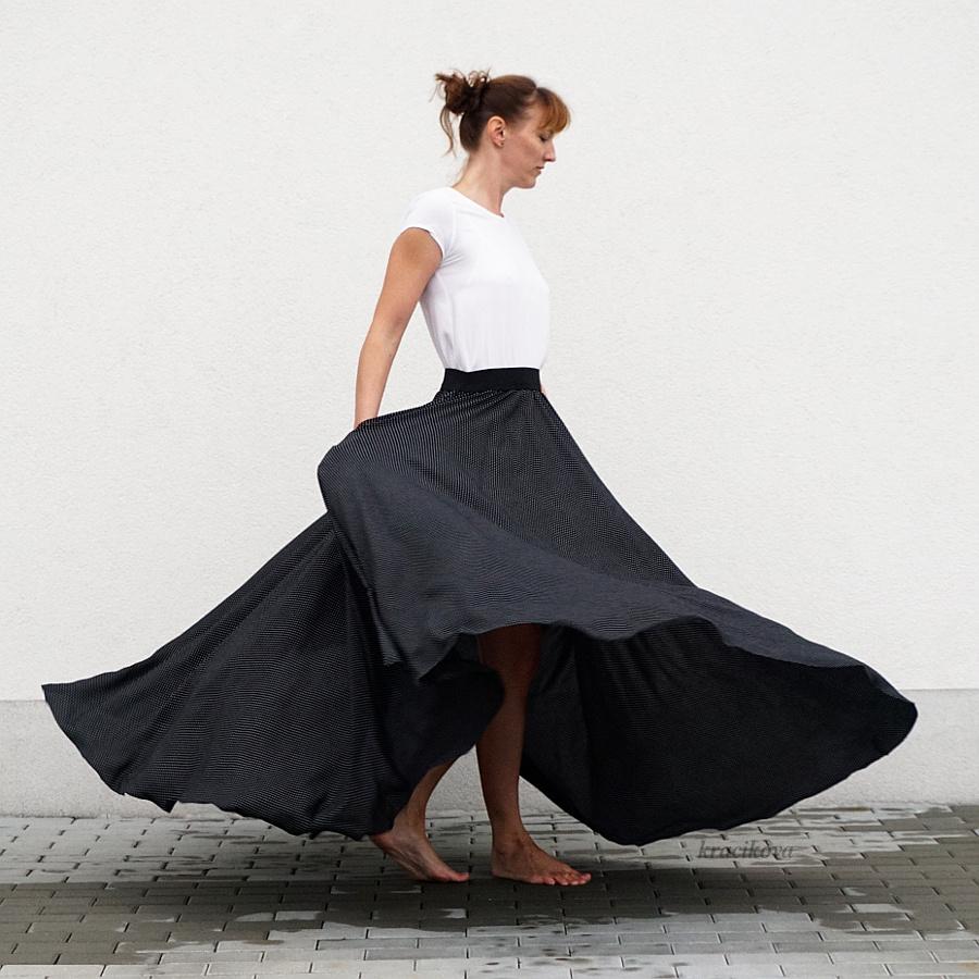 d3fddf2ffb05 Dlouhá kolová černá sukně s puntíky (bez kapes)   Zboží prodejce Michaela  Kracíková