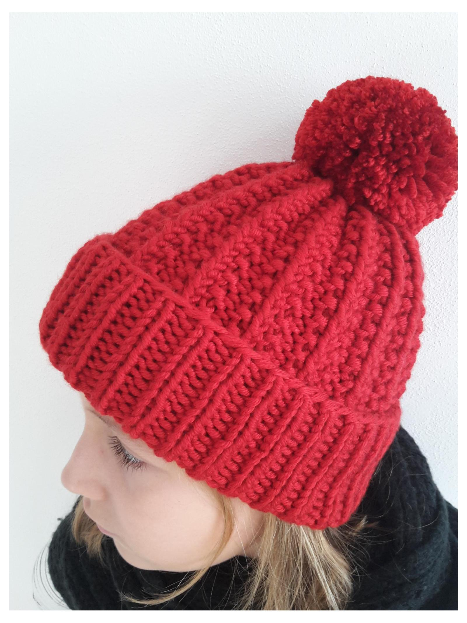Pletená červená čepice s odnímatelnou bambulí   Zboží prodejce ... 57042e5fb2