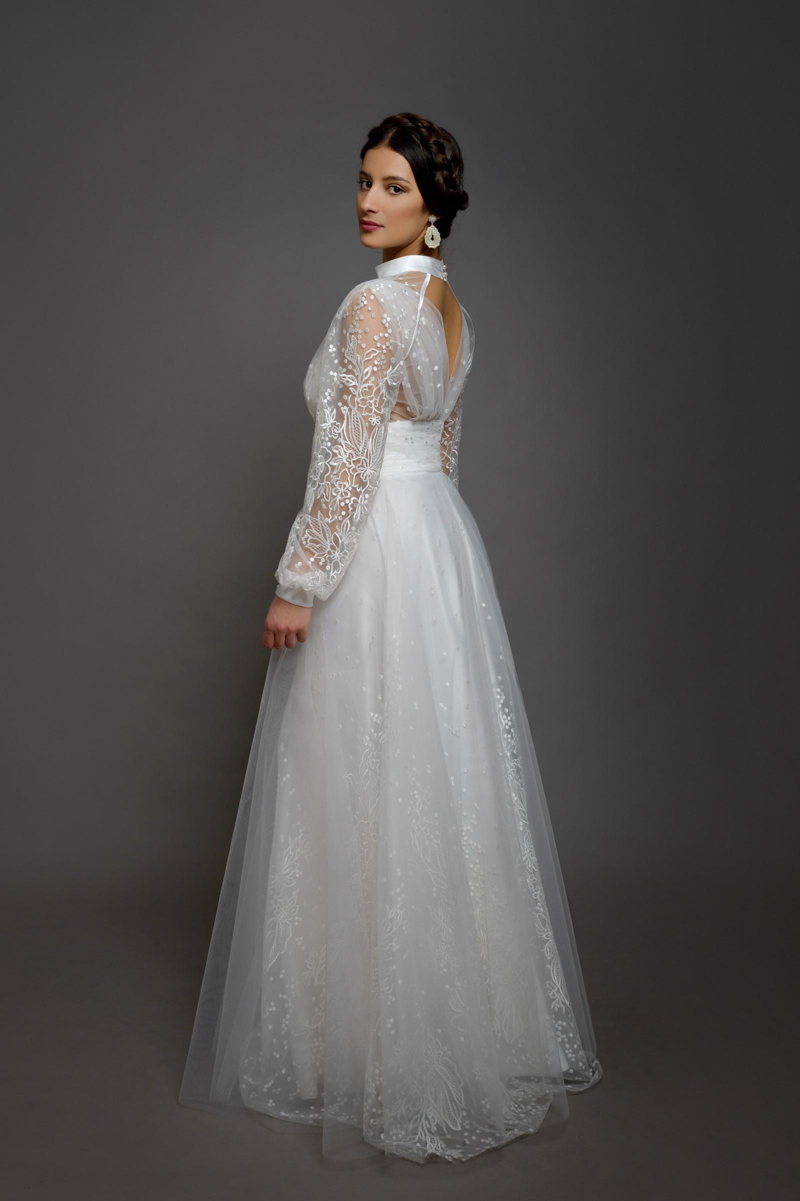 af88d82463bf Svatební šaty z tečkované vyšívané tylové krajky s   Zboží prodejce ...