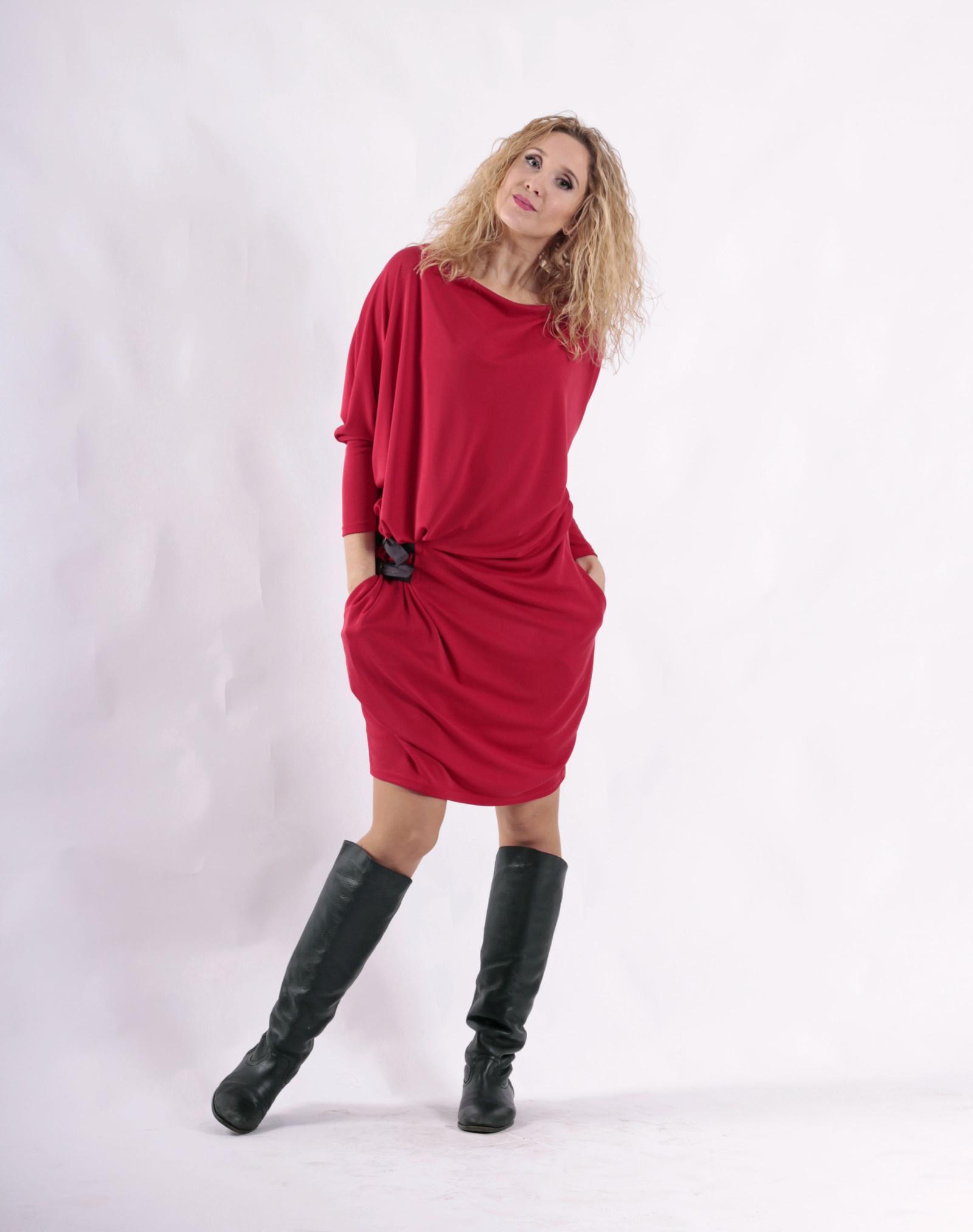 Červené krátké šaty- snížený pas   Zboží prodejce La déesse chic ... de44a3ea35