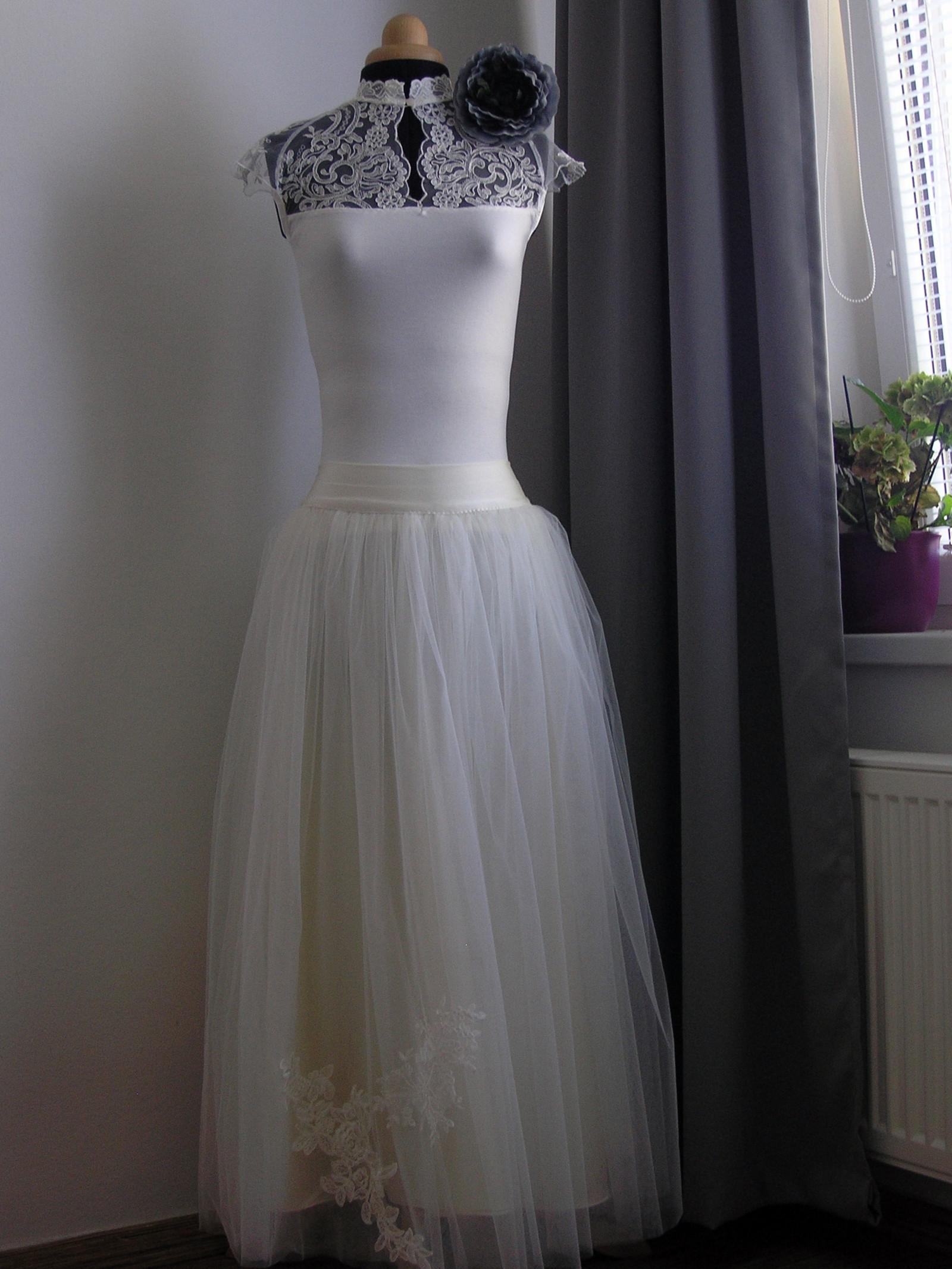 8cd2dc064d6 Ivory tylová sukně + svatební top s krajkou   Zboží prodejce ceasara ...