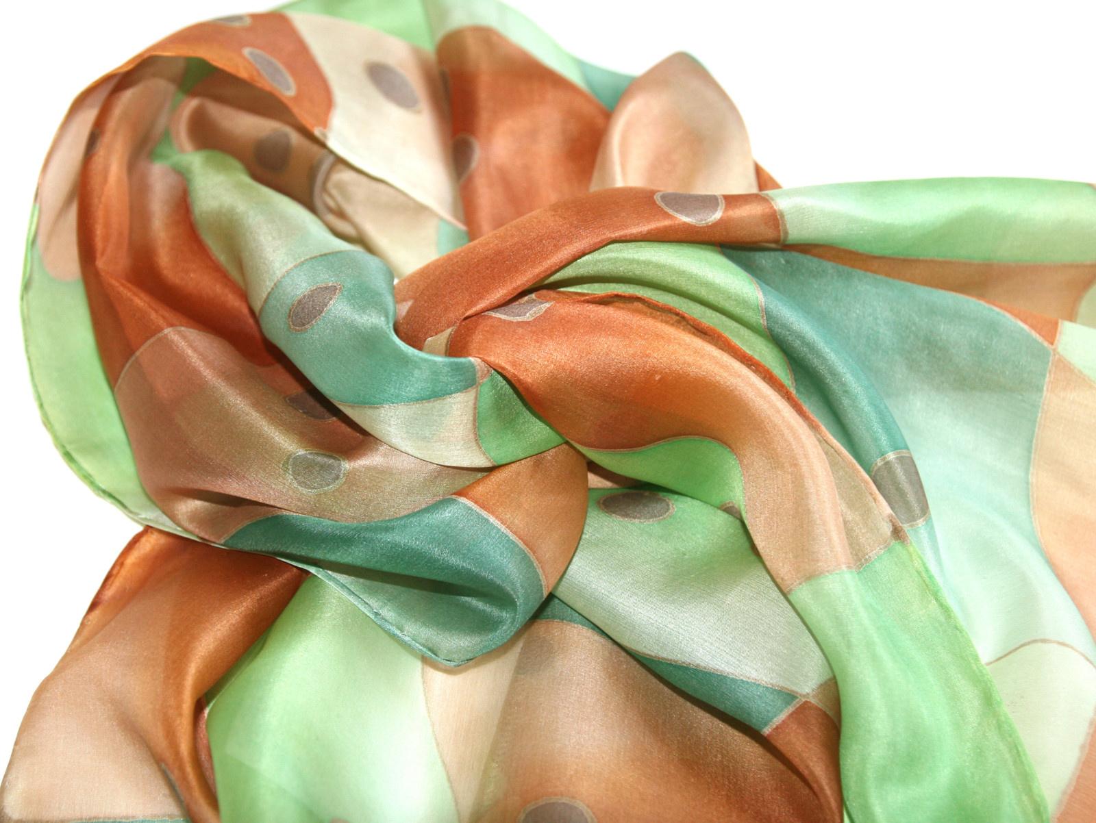 Hedvábná šála  Puntíky hnědo-zelené   Zboží prodejce Ashaki  ab7e67c987