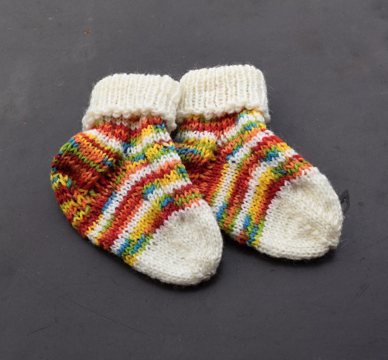 926a9809d35 Duhové vlněné ponožky - dětské vel.19- 20