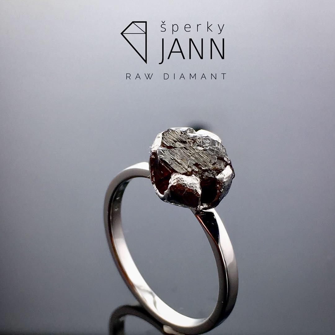 abae84229 Prsten s RAW Diamantem z bílého zlata / Zboží prodejce ŠperkyJann ...