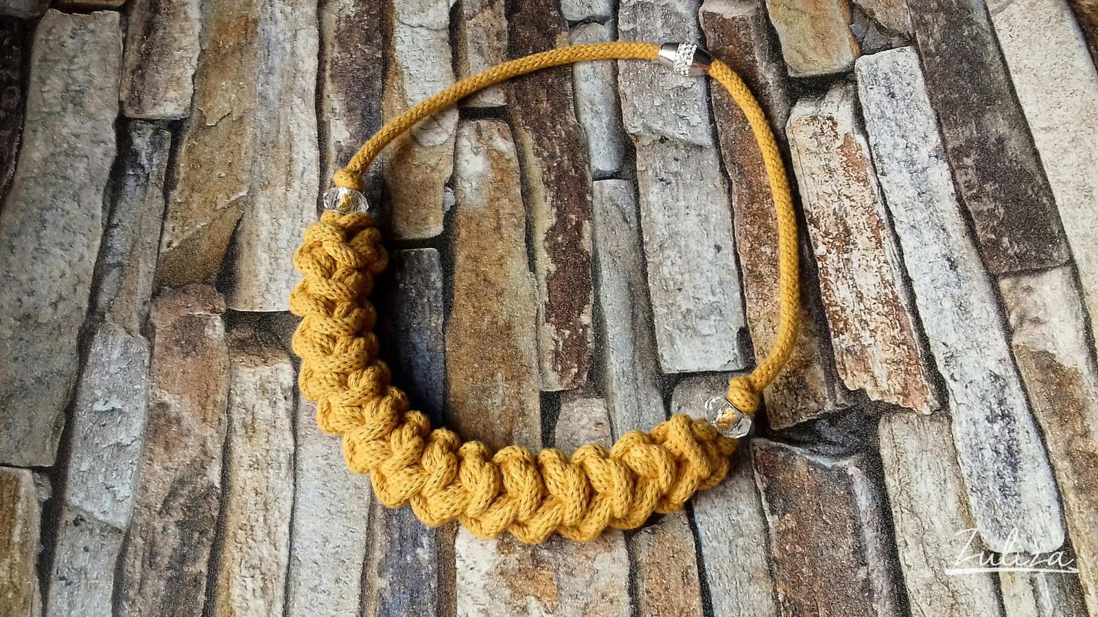 Háčkovaný náhrdelník hořčicový - kolekce země