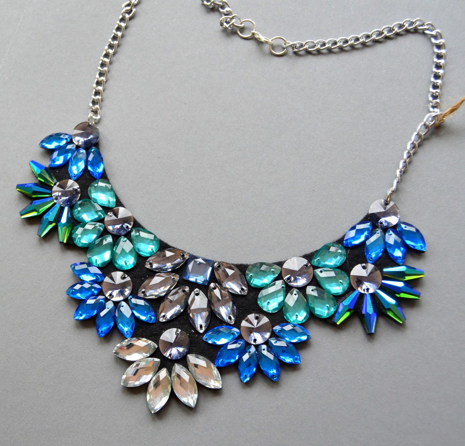 Květinový náhrdelník - modrý   Zboží prodejce GemsOver  cee5906c148