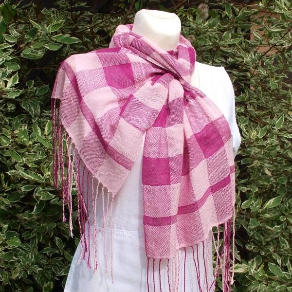 Ručně tkaná letní šála - růžové kostky   Zboží prodejce krásný sen ... b45a424701