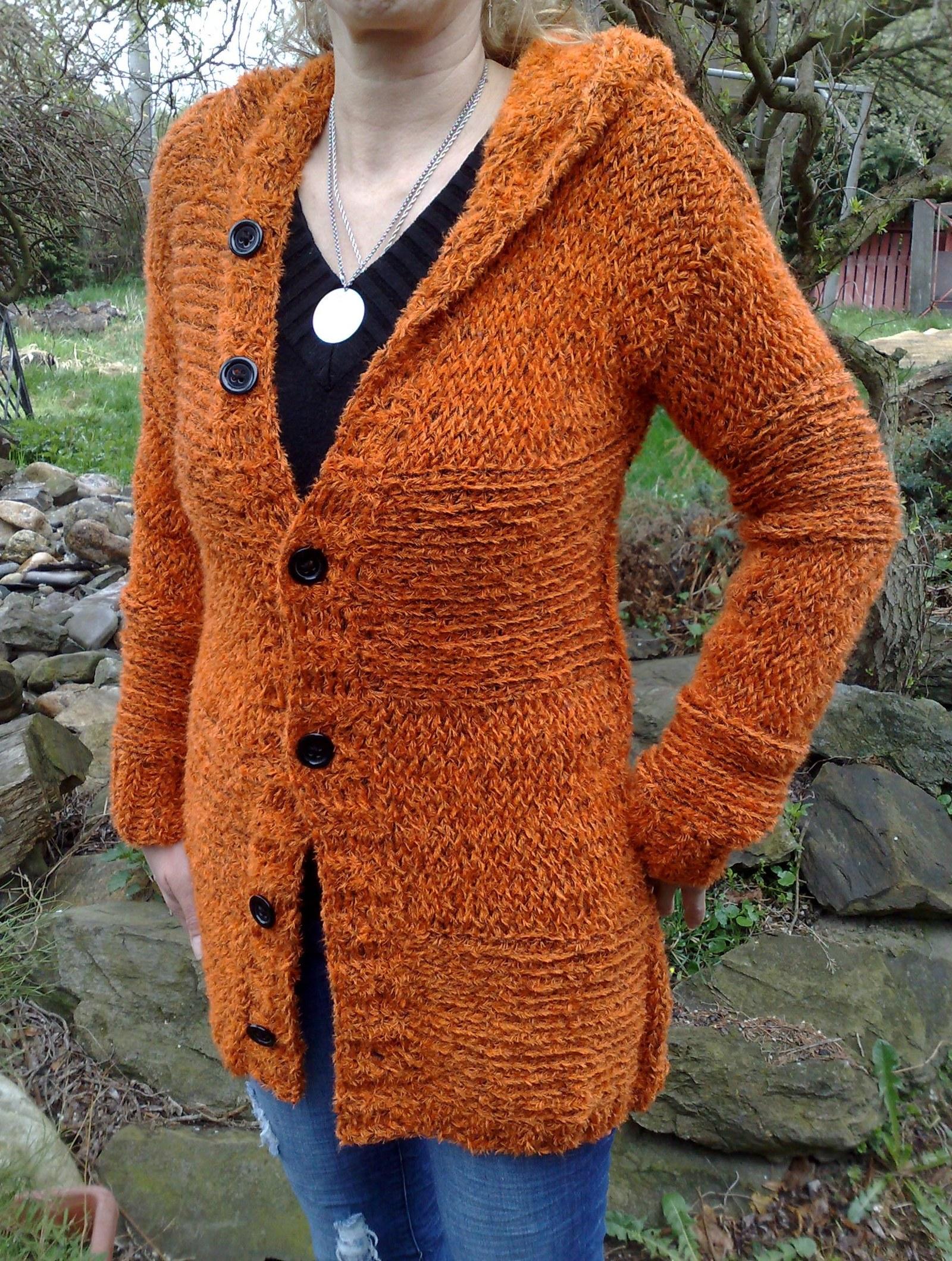 e5eee279f8f0 Dámský ručně pletený svetr-kabátek s kapucí   Zboží prodejce SeSimo ...