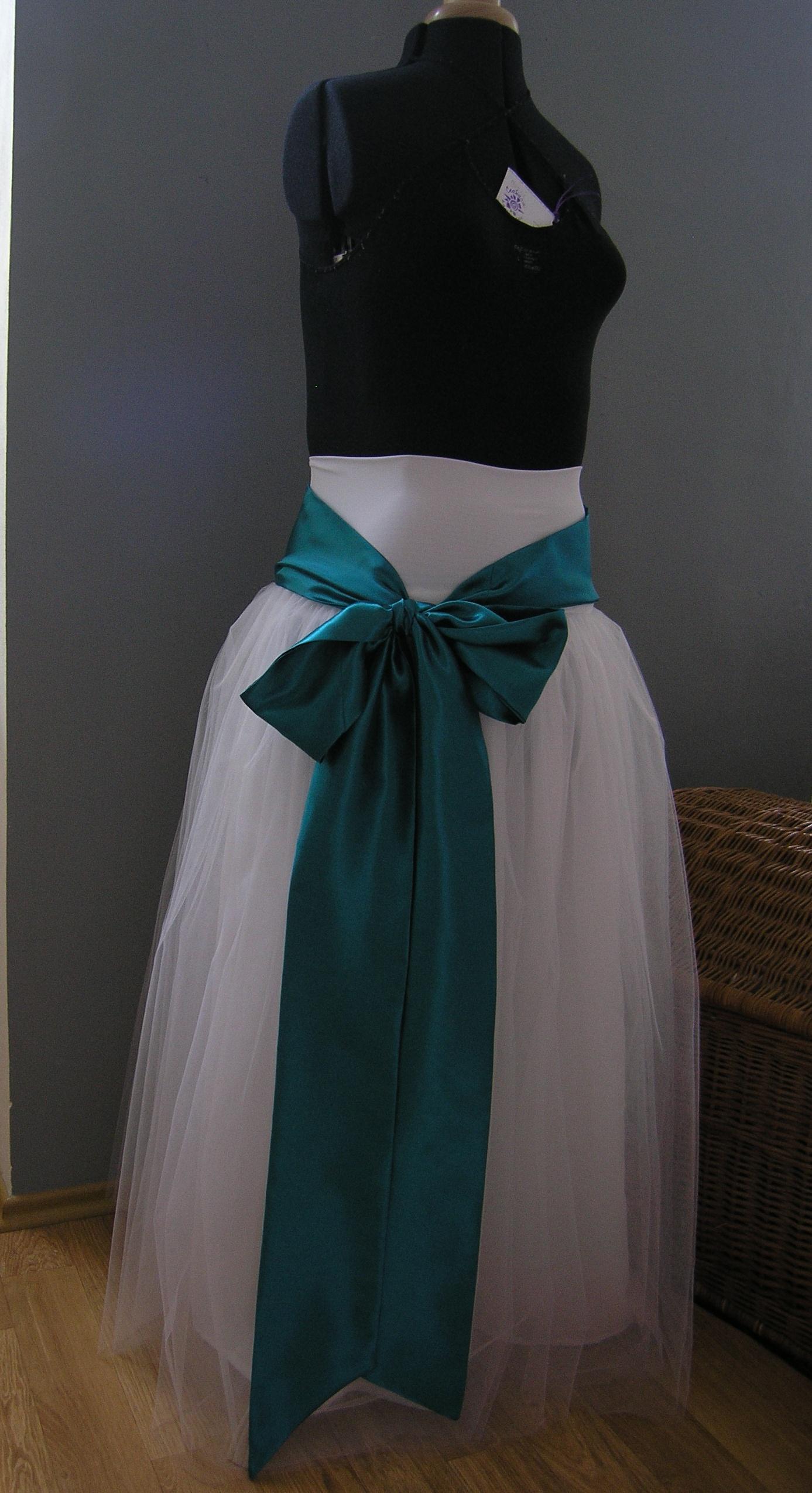 a90f36d7f89 Tylová sukně bílá svatební s petrolejovou stuhou   Zboží prodejce ...