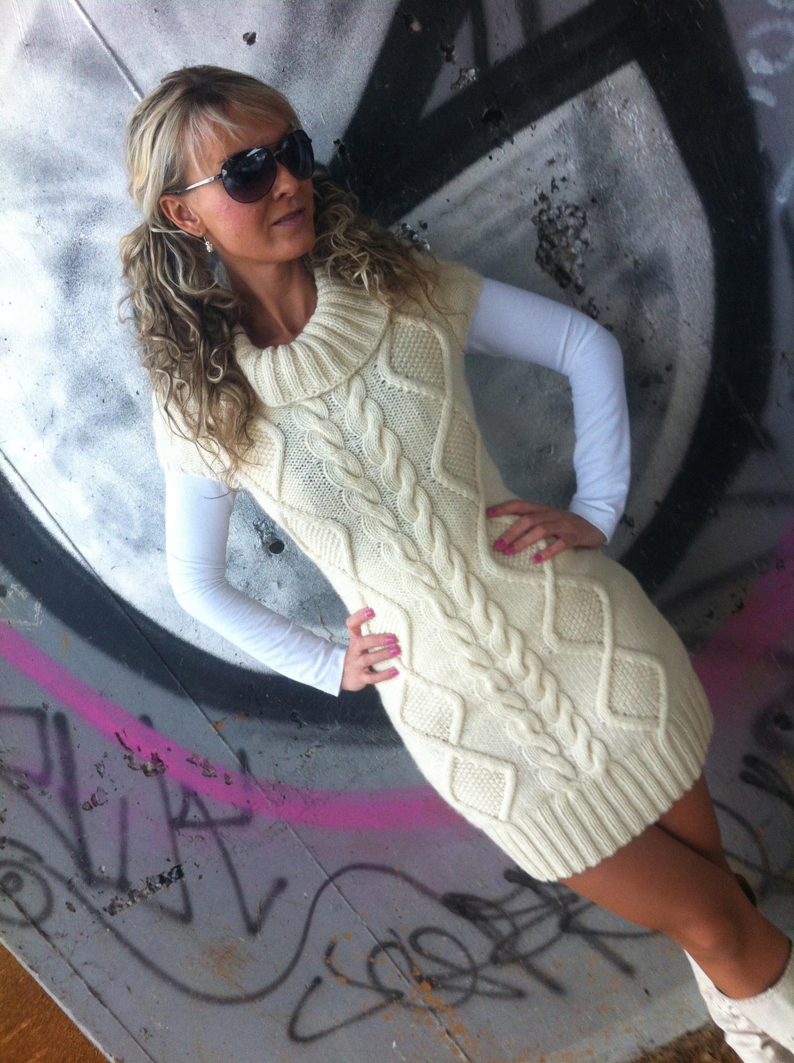 c56ab0b5a928 Ručně pletené smetanové šaty vel.40 42   Zboží prodejce CYARA