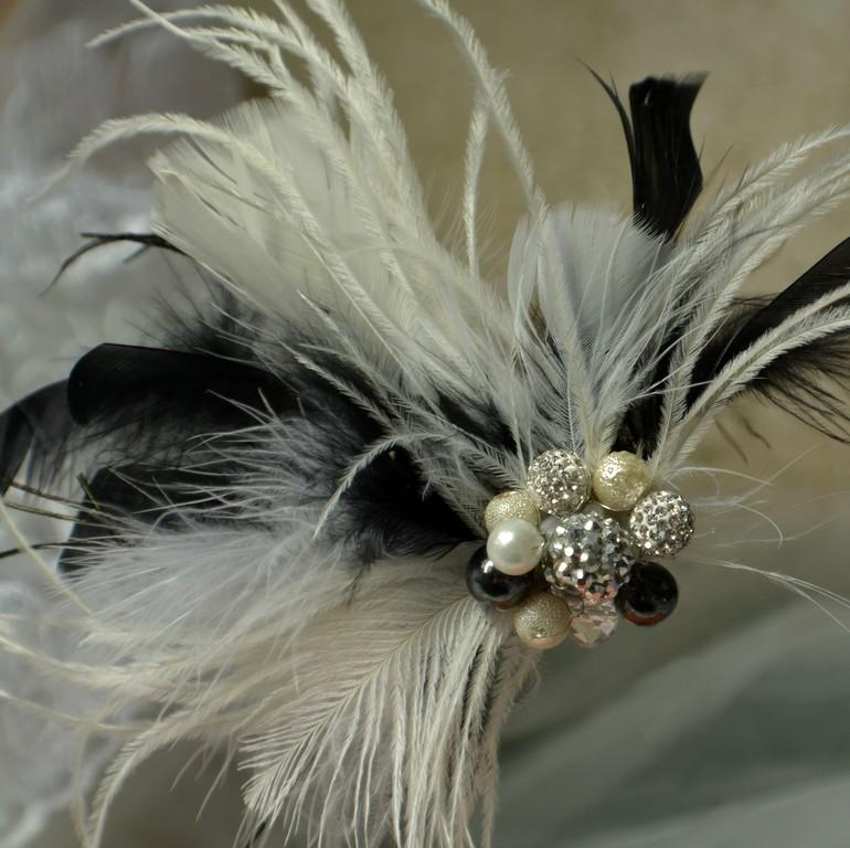 8282c51fe7a Svatební spona do vlasů peří bílá černá ivory   Zboží prodejce ...