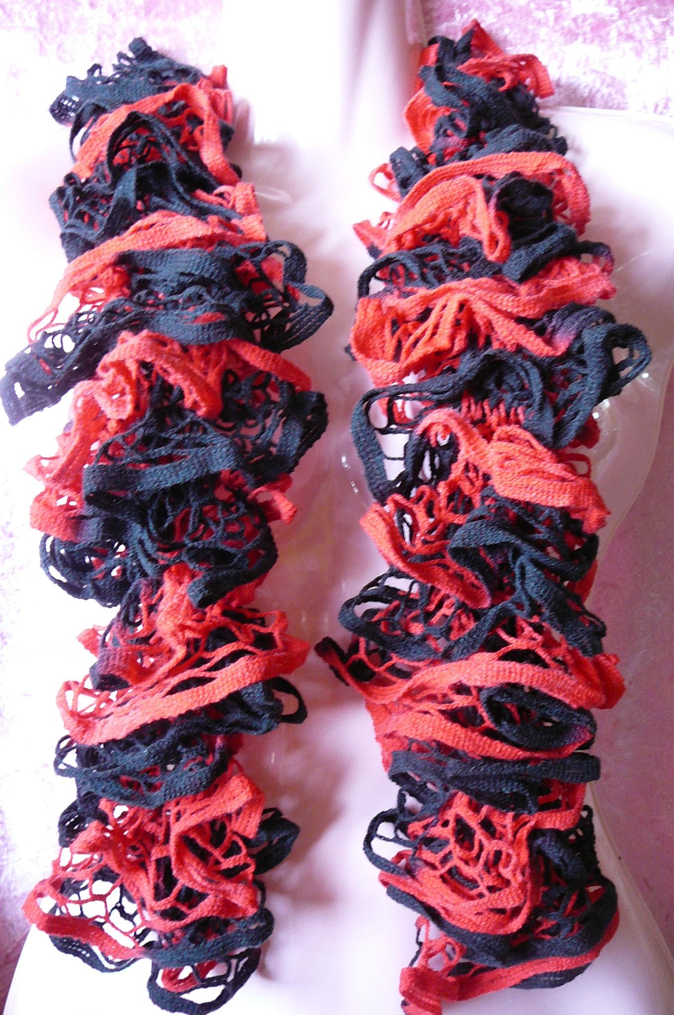 Volánková šála červeno-černá   Zboží prodejce Panda24  73849d15a3