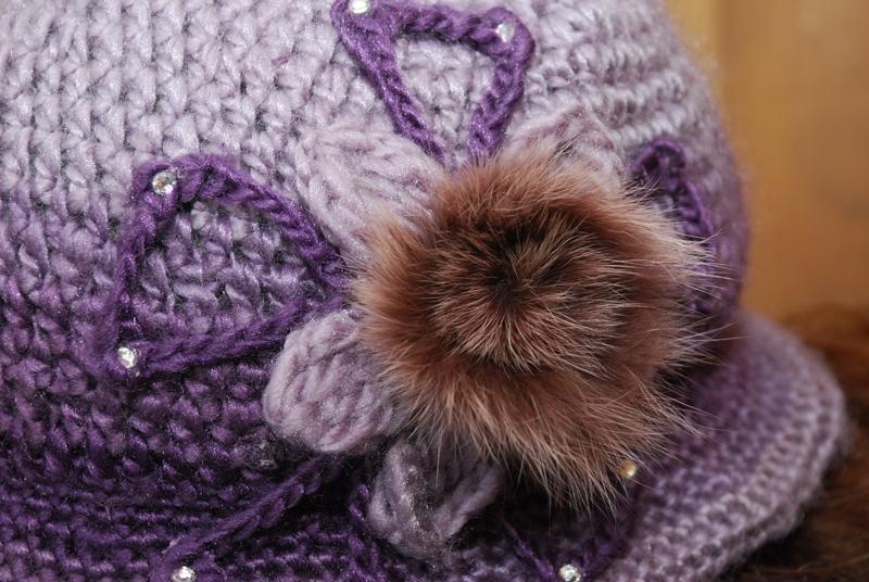 884bf7a5140 Teplý ručně háčkovaný klobouček s kožešinkou   Zboží prodejce ...