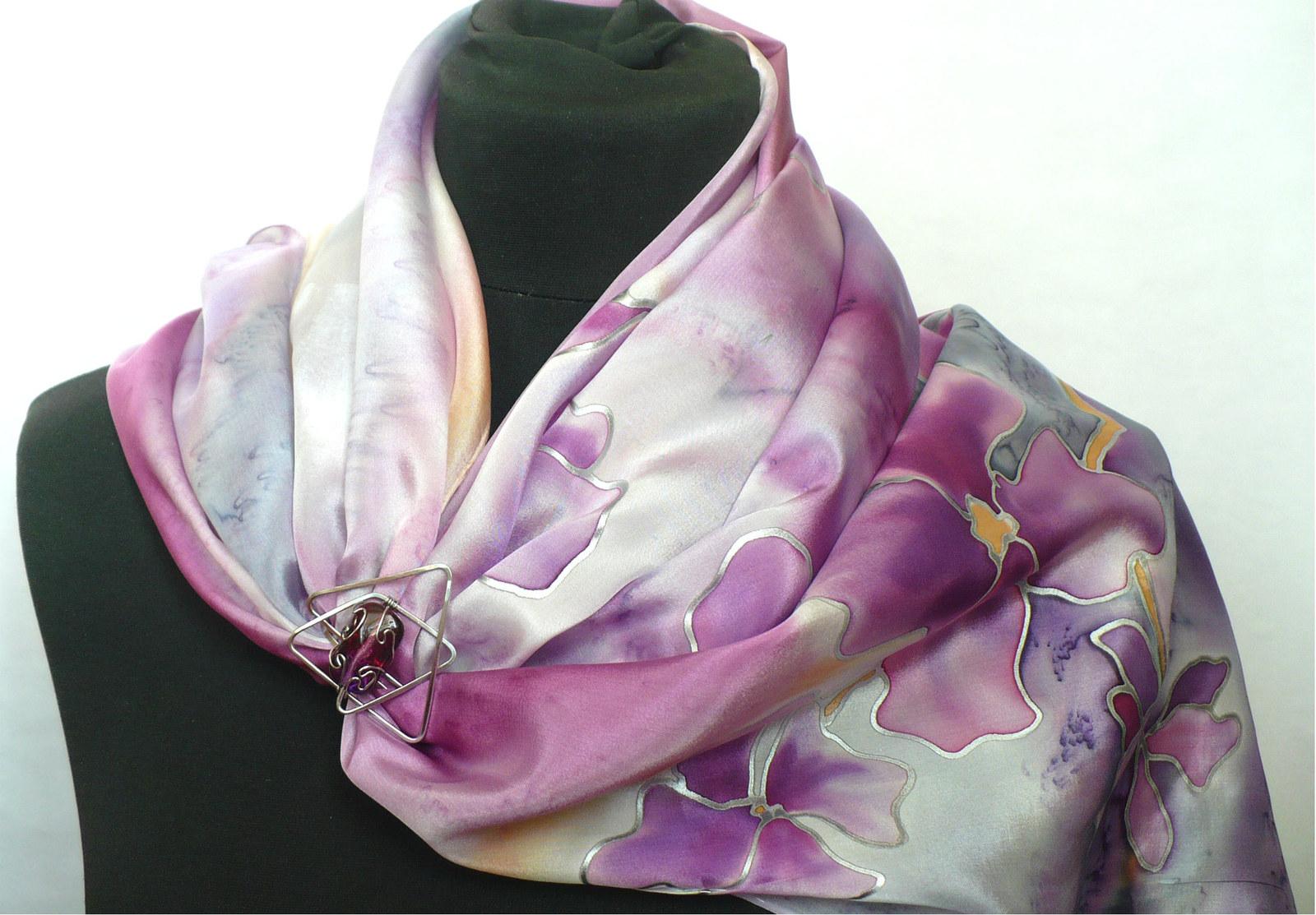 Fialové květy. Šála se sponou.   Zboží prodejce jena  997a6b9aaf