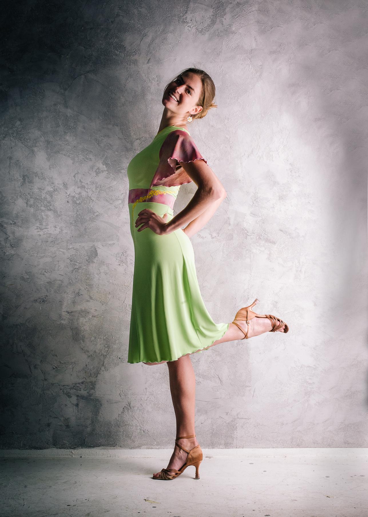 Asymetrické letní nebo taneční šatičky   Zboží prodejce barunkulus ... d2bdf1c625
