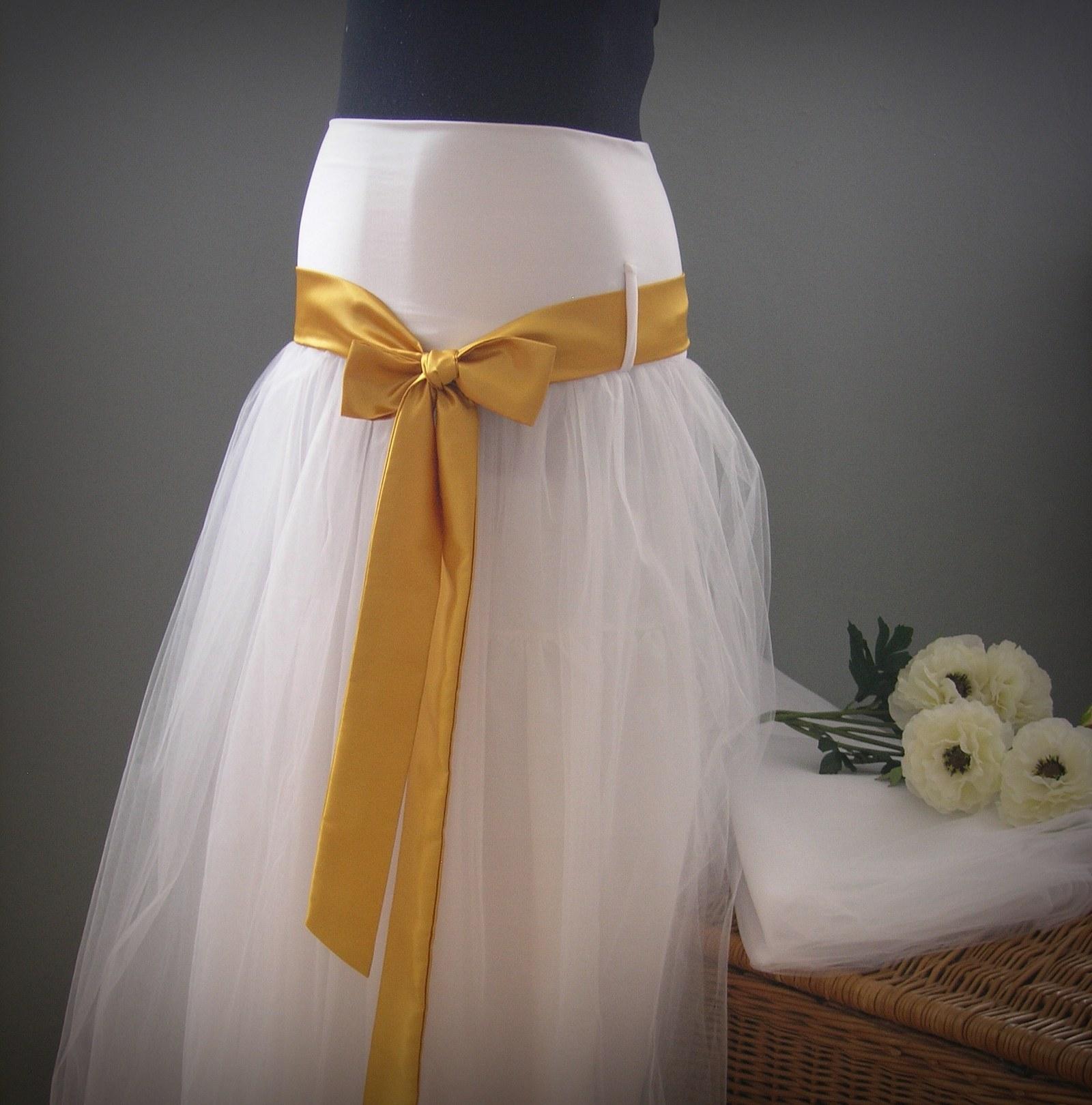 3f7f6fe9085 Tylovka svatební se zlatou stuhou ..pro těhulku   Zboží prodejce ...