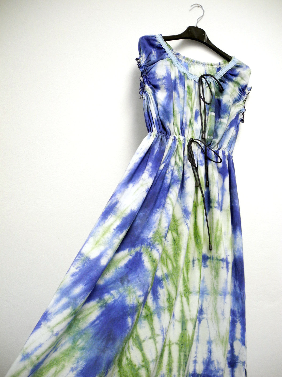 be5c0416bf85 Batikované šaty ELLEN   Zboží prodejce PRODETAIL