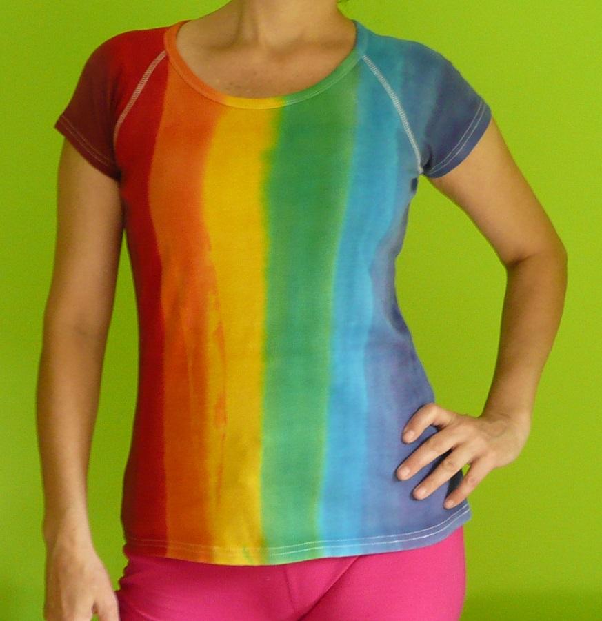 b5e3e666779 Dámské ručně malované tričko Duhové pruhy