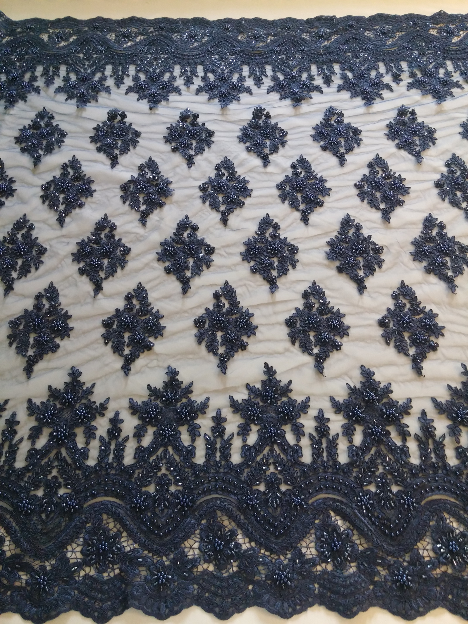 tmavě modrá krajka s korálkama a bordurama   Zboží prodejce Solidus ... 5155b38e7a7