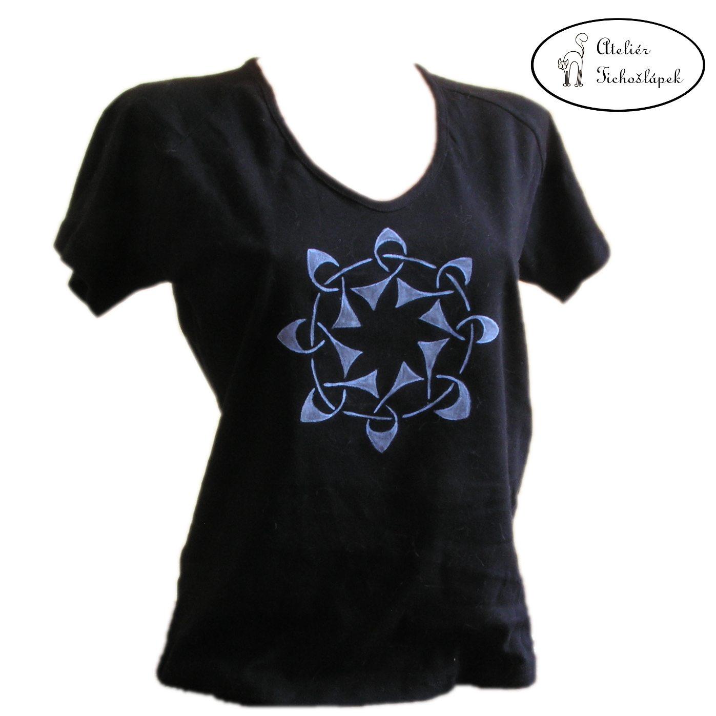 20c960f18 ručně malované dámské tričko - černá barva - velikost XXL - vzor: knotwork  - střih: krátký rukáv - materiál: 100% bavlna, 200g/m2