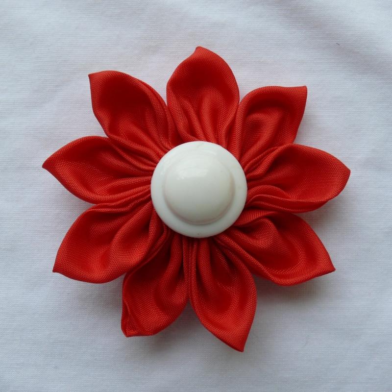 d8b2e75073e Červená kytka - brož sponka   Zboží prodejce Princezna Pampeliška ...