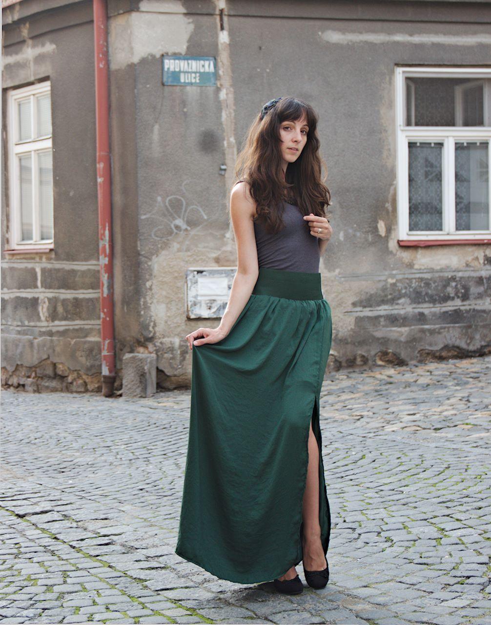 14bfe032845 Dlouhá zelená sukně   Zboží prodejce LetíLety
