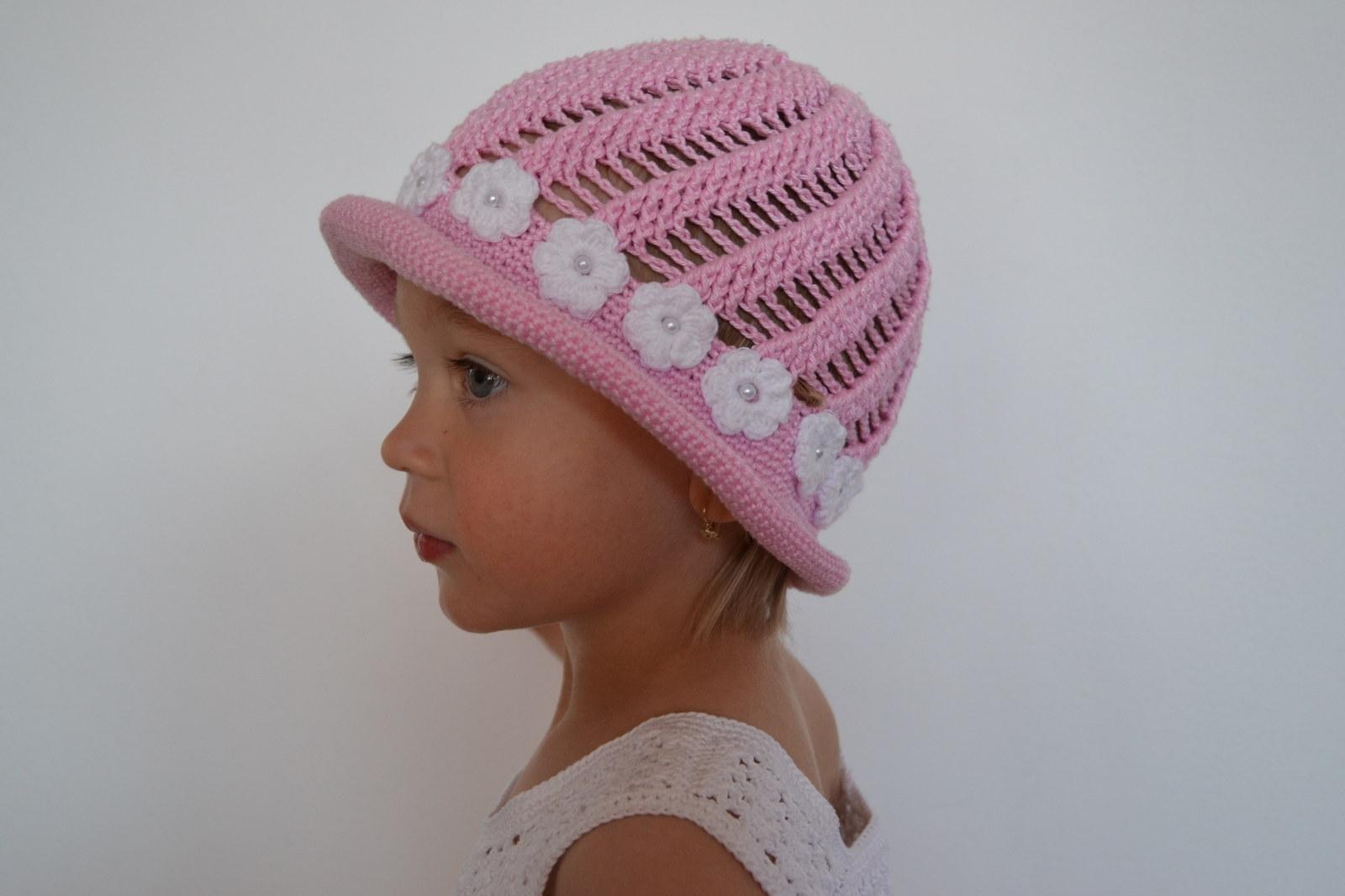 5b976de073e Háčkovaný dívčí klobouček spirálový   Zboží prodejce lenajun