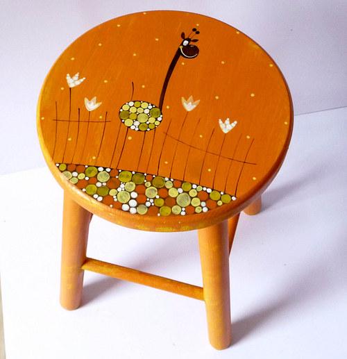 dřevěná stolička velká - oranžová s žirafou