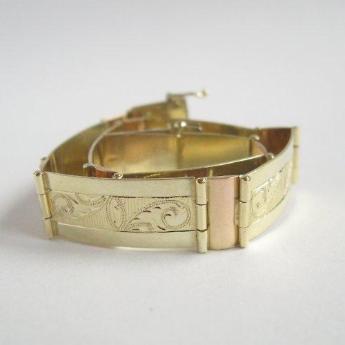 Doteky minulého (zlatý náramek s barokní rytinou)