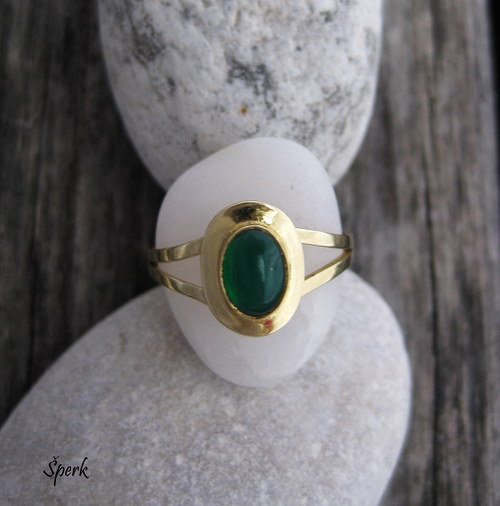 Zlatý prsten s chryzoprasem