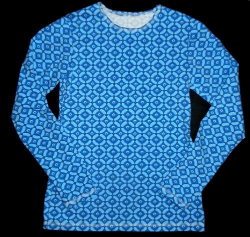 modré vzorované užší triko 152