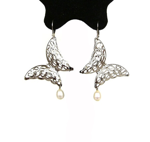 Motýl s perlou