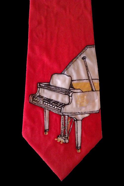 Kravata s klavírem