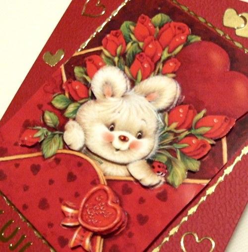 Blahopřání červené se srdíčky a zajíčkem láska