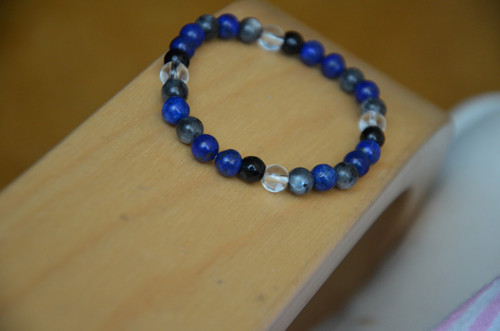 Lapis lazuli, duhový měsíční kámen, onyx a křišťál