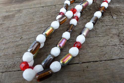 Dny jahodové...skleněný náhrdelník, Jablonecko