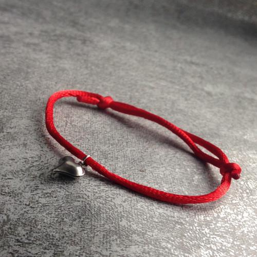 Červený náramek se srdíčkem - S. Steel