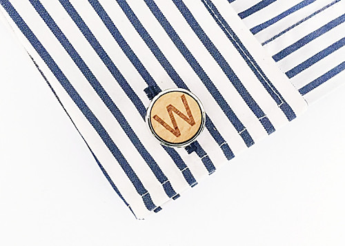 Dřevěný manžetový knoflíček Písmeno W