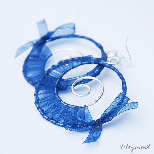 Vyplétané kruhy modré - stužka